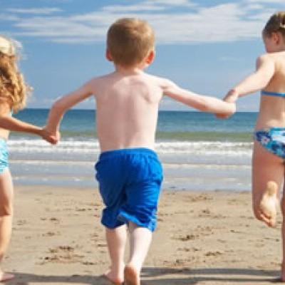 Perchè la vacanza al mare con i bimbi fa bene?